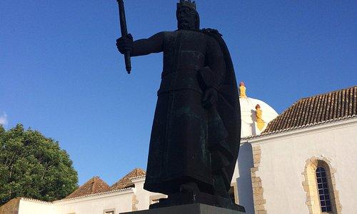 Estátua de Dom Afonso III