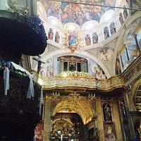Vale veramente vedere questo santuario , per gli affreschi stupendi 👍👍