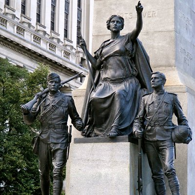 Statues at the base of the monument