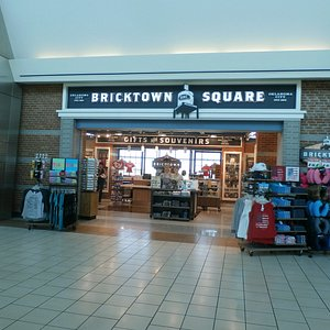 Bricktown Square store at Will Rogers Airport