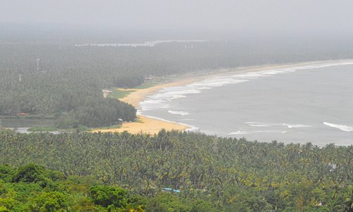 Awonderful view of arabian sea from the top of Ezhimala Hills
