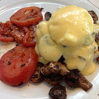 egg, fried tomatoes and lots of spicy mushrooms.