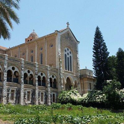 חזית המנזר
