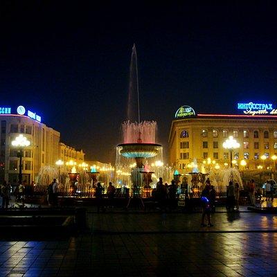 Площадь ночью