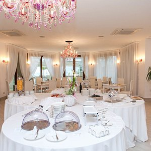 Breakfast Room at the Hotel Residence Il Porto