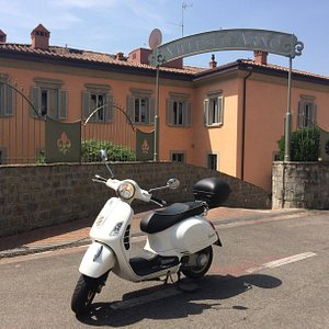 scooter Vespa GTS 300cc rental in Florence