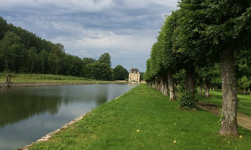 Chateau du Lathan and canal.