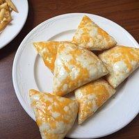 Cheesy bread and lasagne, yummy.