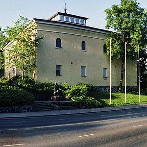 Hämeenlinna Art Museum operates in two buildings in the Verkatehdas area