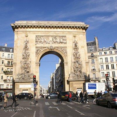 Porte Saint Denis Fin de la Rue Saint Denis , Grands Boulevards