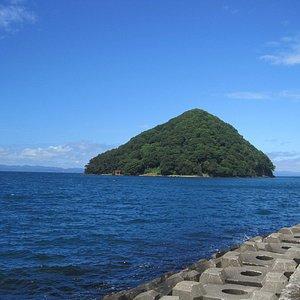 浅虫海岸から湯の島を望む