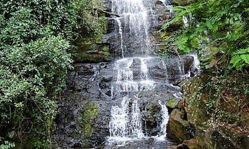Vista de baixo da cachoeira.