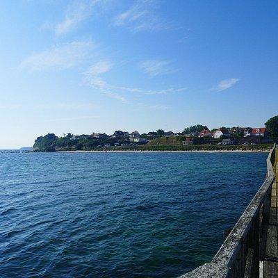 Fra Arnager havn kan man se meget af Bornholms kystligne.