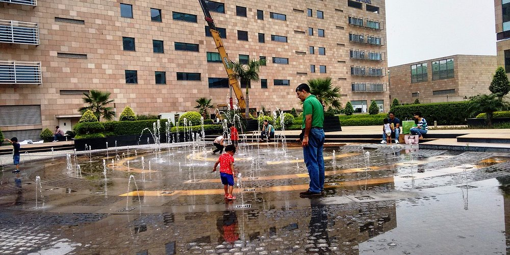 A view of the fountain at the mall - a great favourite with kids!