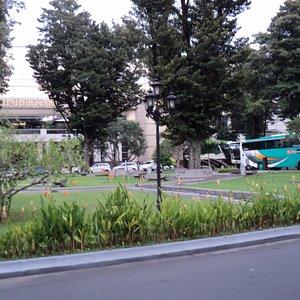 Taman dan tempat parkir di komplek Museum Ambarrukmo