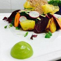 Piatto Vegetariano: verdure di stagione con cotture e consistenze diverse