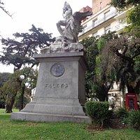 Monumento a Falcon en Plaza Cárcano