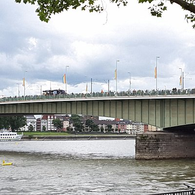 Blick zur Deutzer Brücke