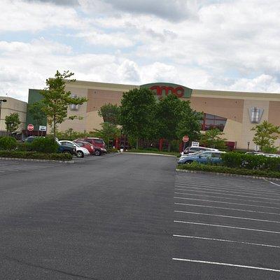 AMC Hamilton 24: Large parking lots