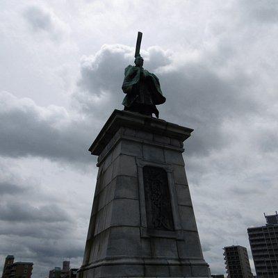 東公園亀山上皇像