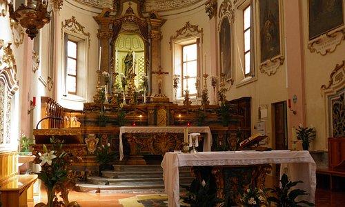 Altar onde fica o corpo de são Peregrino