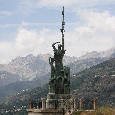 Fort du château : la statue de la Grande France de Bourdelle.