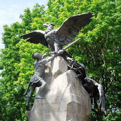 два орла и галльский воин