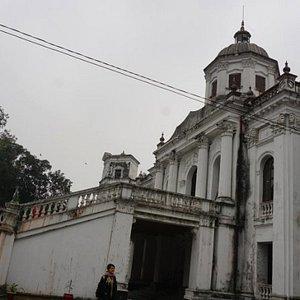 Staring at the old Tajhat Palace