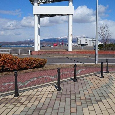 室蘭市入江運動公園陸上競技場の近くにあります。
