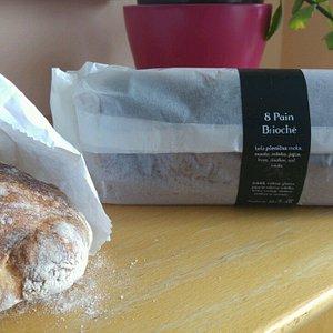 White bread and pain brioche