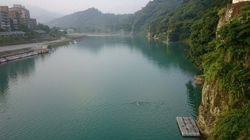 People swimming in Bitan