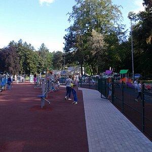 Plac zabaw i strefa siłowni zewnętrznej są ogromne :)
