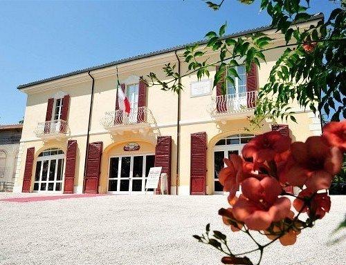 Facciata di Villa Silvia Carducci