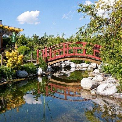 Die Brücke ist sehr markant und bestimmt weithin sichtbar den Eindruck
