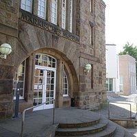 Museum für moderne Kunst und Bibliothek