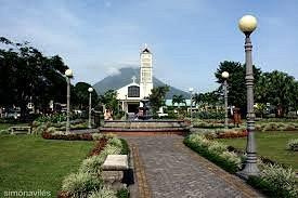 Iglesia de la Fortuna. Con el parque al frente. Sencillamente hermoso. Es un lugar para visitar.