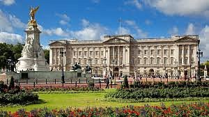 This is the palace in London which is the King and Queen official residence in London .