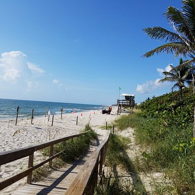 Access to the beautiful beach