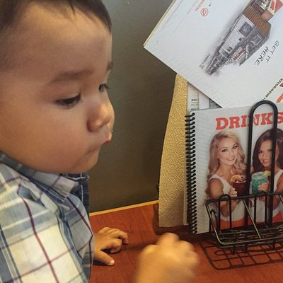 First time at Hooters in Plaza Bonita