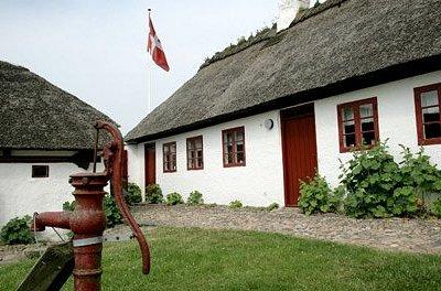 Stuehuset og vandpumpen