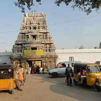 Entrance of Ulagalandar Temple