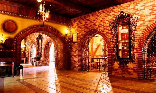 Take the opportunity to taste beautiful wines, and to visit the cellars
