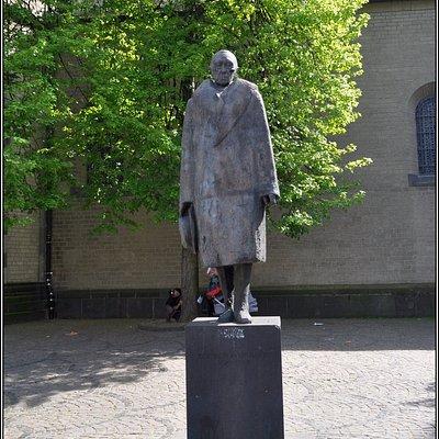 Памятник Конраду Аденауэру