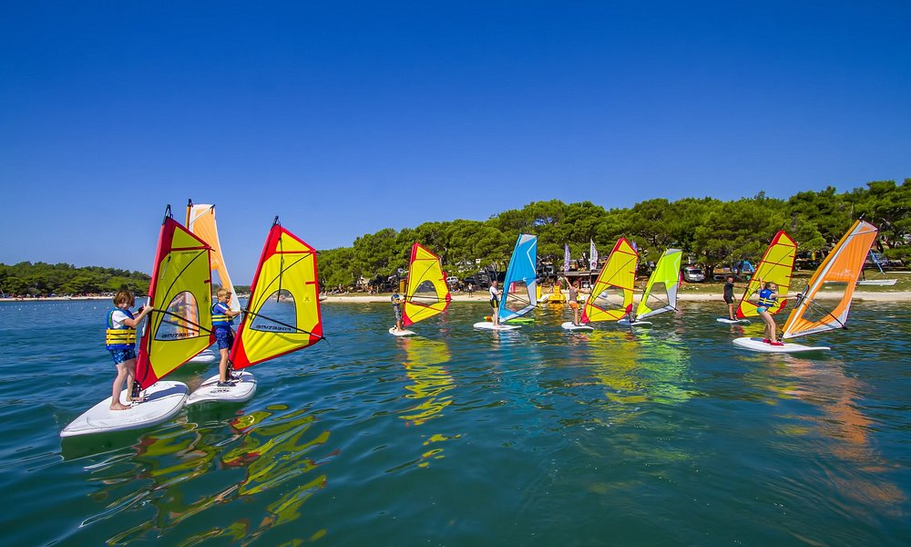 A windsurf instructor correcting his students during a beginer class group:)