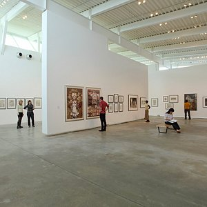 Modern art exhibits from around the world. Free admission and indoor/outdoor art tours.