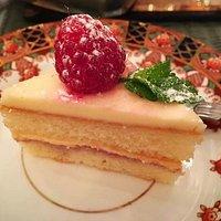 Mini sponge cake with fresh raspberry