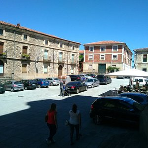 Plaza,entrada y exterior.