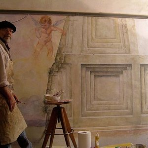 the artist Gabrielle Mossa in front of a fresco being painted