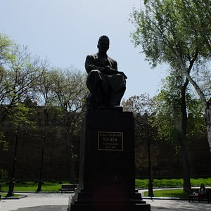 памятник Сабиру
