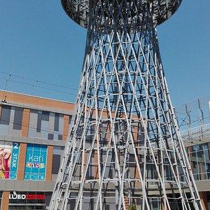 Шуховская башня рядом с ТЦ Галерея